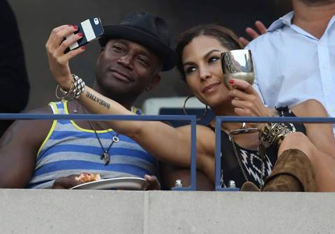 Taye Diggs and Amanza Smith take a selfie